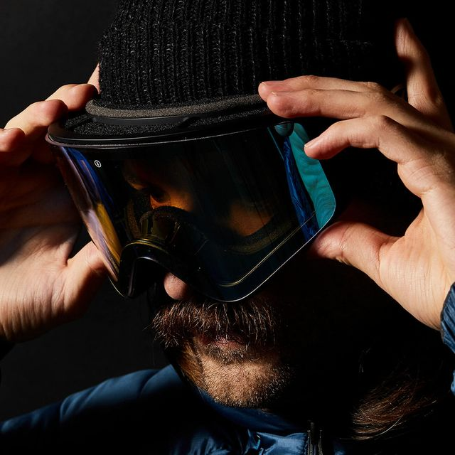 A-Head-to-Head-with-the-Latest-Goggle-Tech-gear-patrol-full-lead