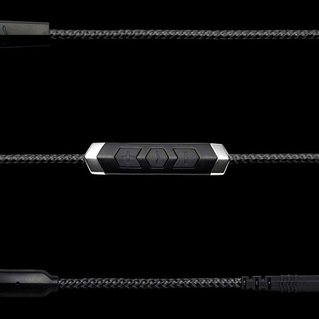 VModa–SpeakEasy-DAC-AMP-Lightning-Cable-gear-patrol-full-lead
