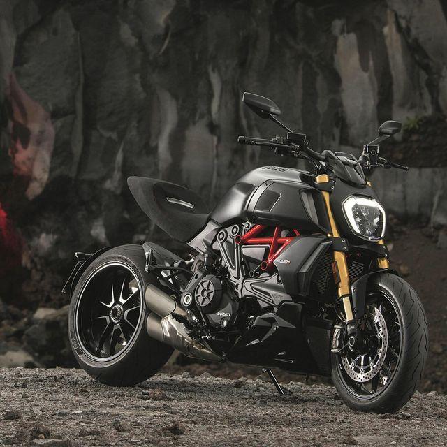 2019-Ducati-Diavel-gear-patrol-lead-full