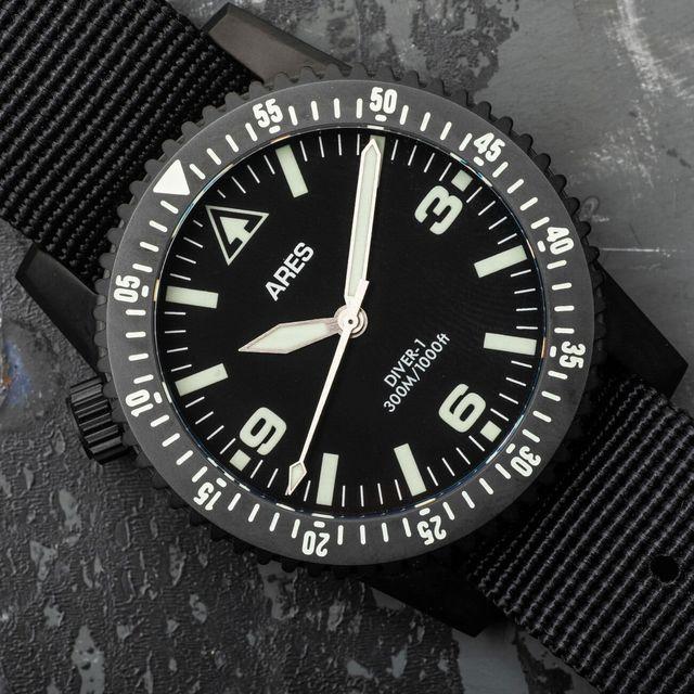 Ares-Diver-Black-gear-patrol-full-lead