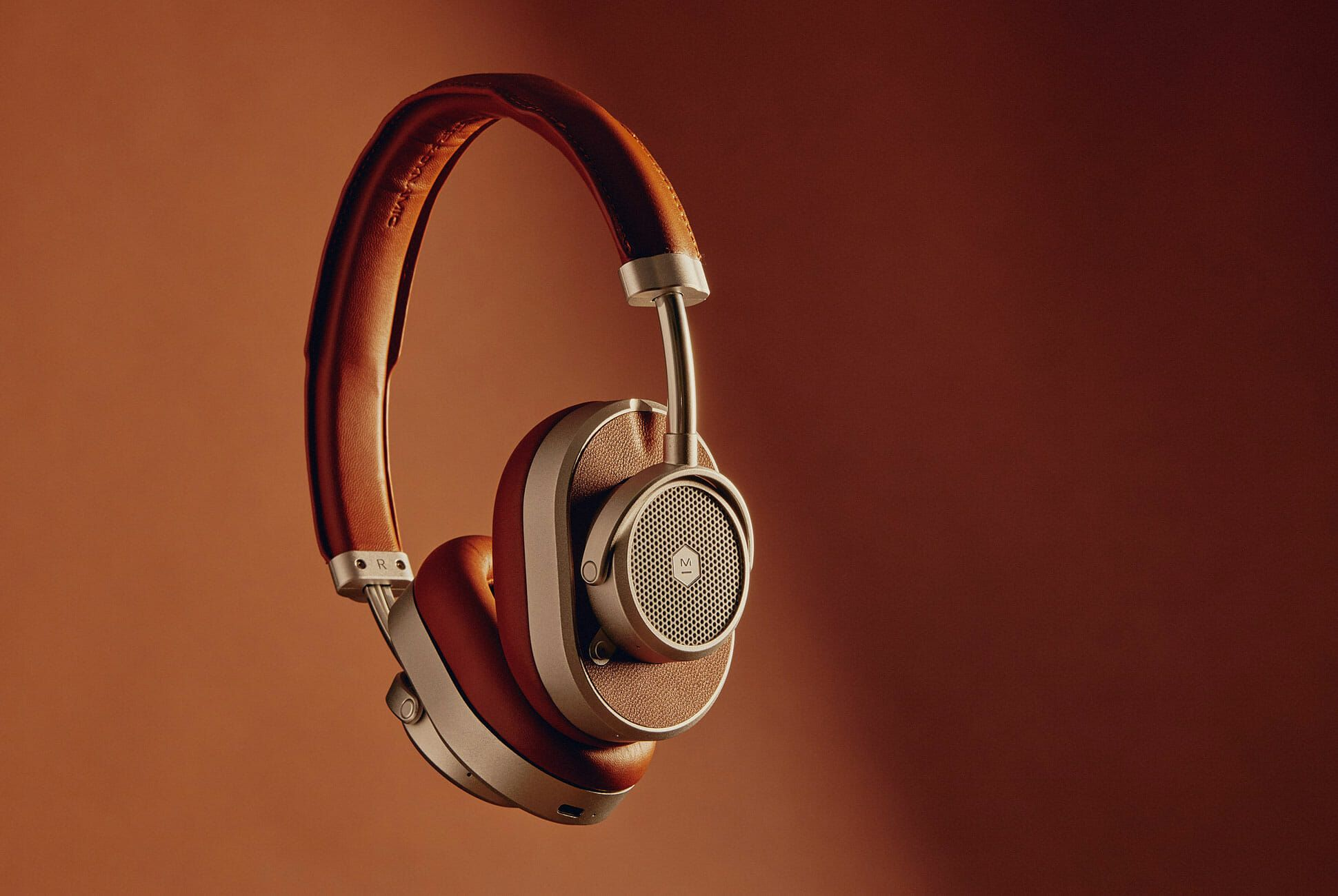 https://hips.hearstapps.com/amv-prod-gp.s3.amazonaws.com/gearpatrol/wp-content/uploads/2019/06/These-Stunning-Noise-Canceling-Headphones-Sound-As-Good-As-They-Look-Gear-Patrol-lead-full.jpg?crop=0.6701030927835051xw:1xh;center,top&resize=640:*