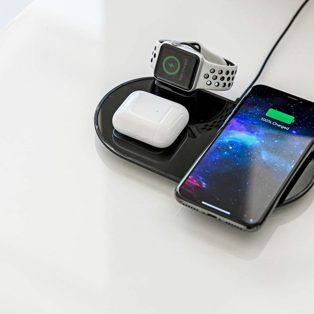 Mophie-3-in-1-Charger-Gear-Patrol-Lead-Full