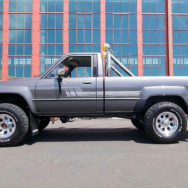 1986-Toyota-Deluxe-Pickup-gear-patrol-lead-full