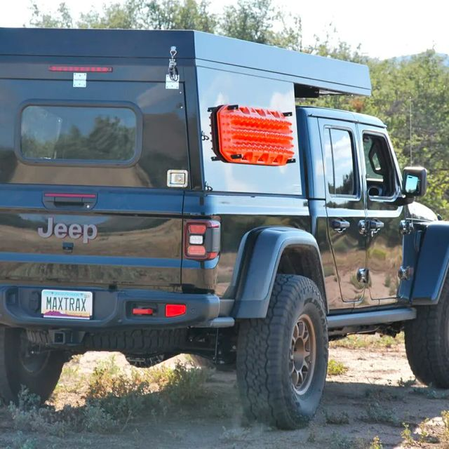Jeep-Wrangler-Camper-gear-patrol-full-lead