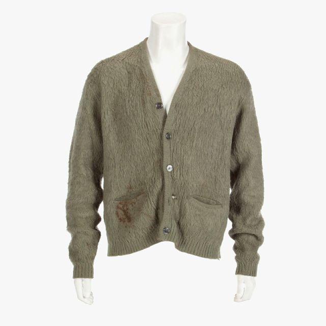 Kurt-Cobain-Sweater-gear-patrol-full-lead