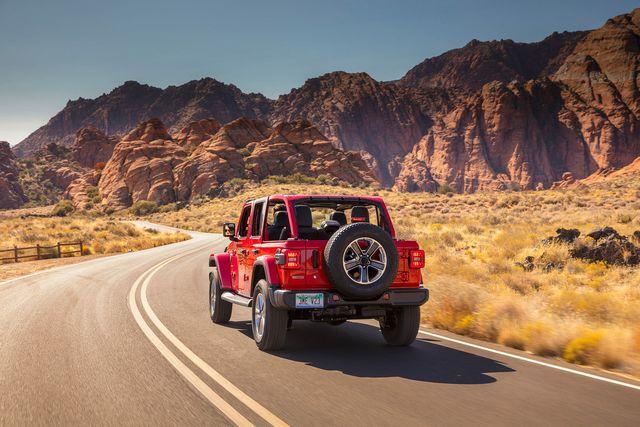 2020 jeep wrangler ecodiesel review gear patrol ambience slide 7