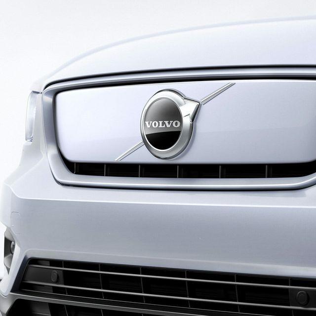 2020-Volvo-XC40-gear-patrol-slide-3