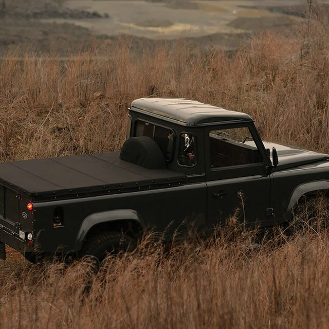 1991-LAND-ROVER-DEFENDER-110-gear-patrol-slide-01