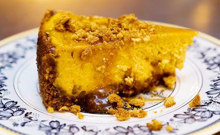 caramel pumpkin gingersnap cheesecake