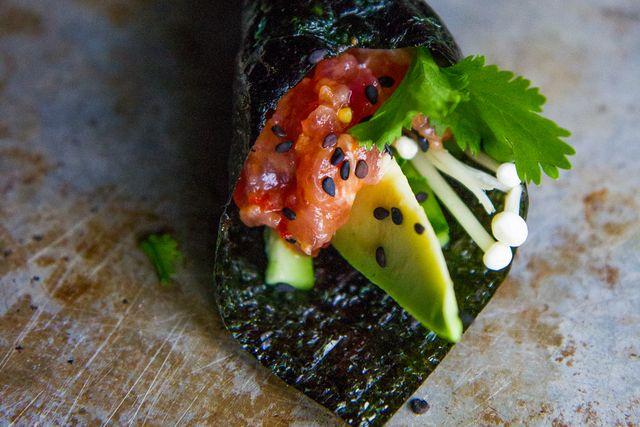 How to Make Spicy Tuna Handrolls