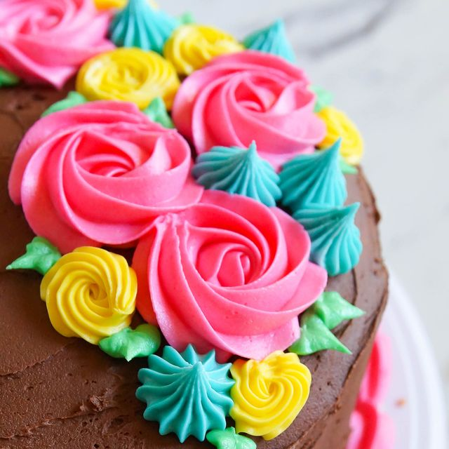 Difference Between Frosting, Icing, Glaze