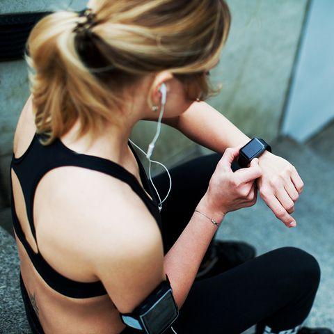Shoulder, Arm, Audio equipment, Blond, Joint, Sportswear, Gadget, Hand, Ear, Headphones,