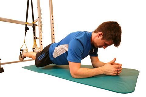 Elbow, Shoulder, Wrist, Human leg, Joint, Comfort, Knee, Exercise, Physical fitness, Rope,