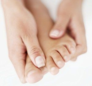 Finger, Skin, Nail, Organ, Toe, Photography, Close-up, Gesture, Foot, Flesh,