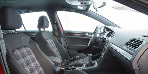 Land vehicle, Vehicle, Car, Car seat, Volkswagen, Mode of transport, Family car, Volkswagen golf, Center console, Steering wheel,