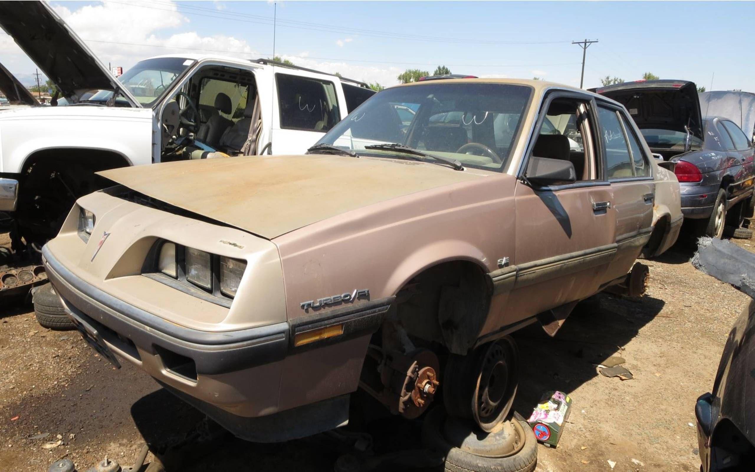 junkyard treasure 1984 pontiac 2000 sunbird s e turbo 1984 pontiac 2000 sunbird s e turbo