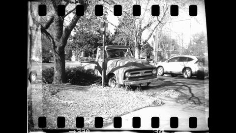 Having a street-parked 1953 Ford F-100 near me makes camera testing easy.
