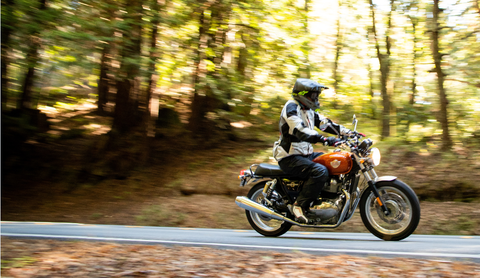 In these photos the Interceptor has the upright handlebars and the gold tank, while the cafe-racer Continental GT has clip-on handlebars and the white tank.