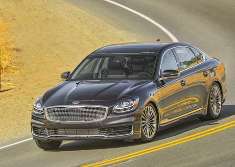 After abysmal sales of the first-gen K900 luxo-sedan, Kia is back with a new K900. This one is based on the same underpinnings as the Stinger and comes with a 365-hp twin-turbo V6 driving all four wheels, but usually the rears.