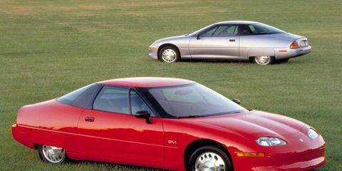 Tire, Wheel, Mode of transport, Vehicle, Automotive design, Land vehicle, Hood, Automotive parking light, Car, Vehicle door,