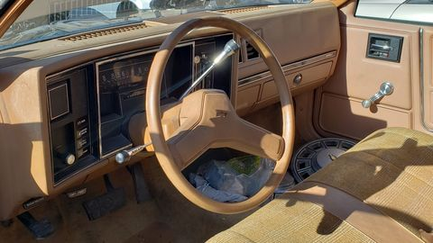 If you like beige plastic, this is your interior.