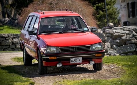 This Peugeot 505 hails from 1988, and wears Euro-spec headlights.
