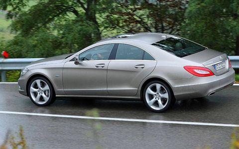 Tire, Wheel, Vehicle, Land vehicle, Alloy wheel, Automotive design, Spoke, Rim, Car, Automotive tire,