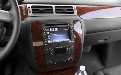 Motor vehicle, Electronic device, Steering part, Vehicle audio, Radio, Center console, Water bottle, Steering wheel, Technology, Car,