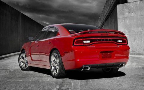 Tire, Wheel, Motor vehicle, Automotive design, Automotive tire, Vehicle, Automotive lighting, Rim, Transport, Automotive tail & brake light,