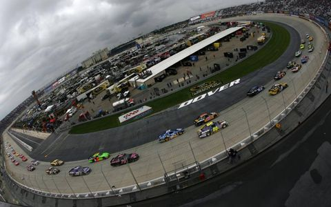 The field behind the pace car at Dover International Speedway in Dover, Del., on Oct. 2. Photo by: LAT Photographic