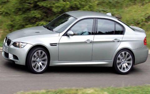 Tire, Wheel, Mode of transport, Vehicle, Alloy wheel, Automotive design, Land vehicle, Spoke, Rim, Automotive tire,