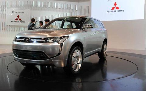 Tire, Wheel, Automotive design, Product, Vehicle, Land vehicle, Event, Car, Headlamp, Technology,