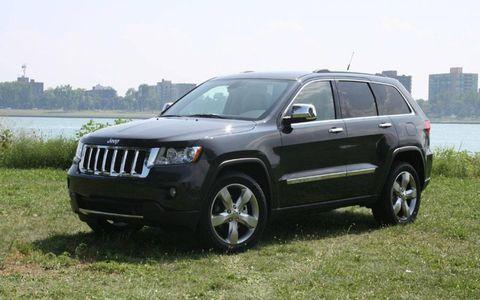Tire, Wheel, Vehicle, Automotive tire, Land vehicle, Rim, Car, Glass, Automotive exterior, Grille,