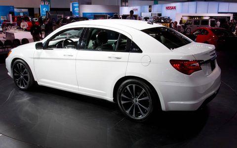 Tire, Wheel, Automotive design, Land vehicle, Vehicle, Alloy wheel, Car, Automotive tire, Rim, Automotive wheel system,