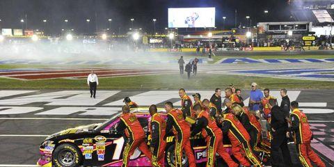 Sport venue, Motorsport, Stadium, Touring car racing, Racing, Race car, Auto racing, Fan, Automotive decal, Race track,