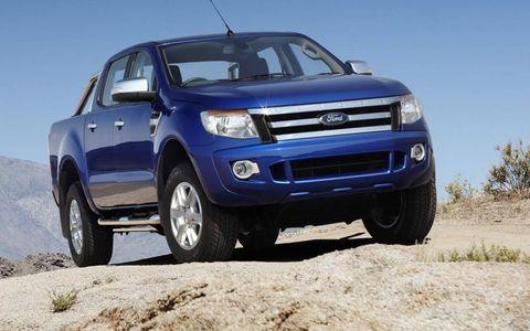Tire, Wheel, Motor vehicle, Automotive tire, Automotive mirror, Automotive design, Daytime, Vehicle, Land vehicle, Product,