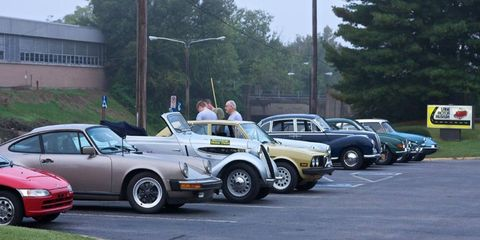 A Honda Beat, Porsche 911, BMW 320, Alfa Romeo Alfetta, BMW 3200S, Saab 96, MGB GT, and Citroën ID 19 were among the 17 cars driven by entrants in the Rally for the Lane.