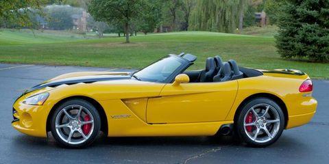 Tire, Wheel, Mode of transport, Automotive design, Vehicle, Land vehicle, Car, Performance car, Rim, Sports car,