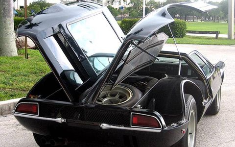 Unlike the DeTomaso Pantera, the Mangusta got gullwing doors over the luggage compartment and engine bay.