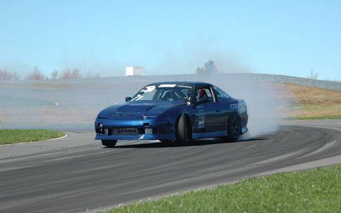 Tire, Wheel, Automotive design, Vehicle, Land vehicle, Motorsport, Car, Automotive tire, Performance car, Hood,