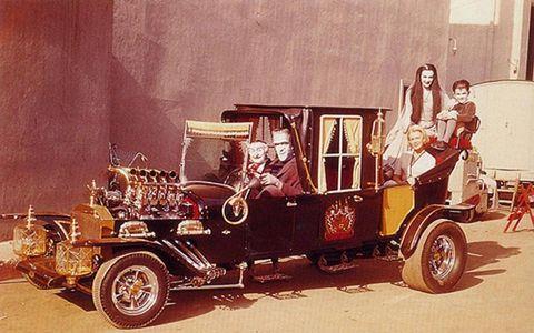 Motor vehicle, Wheel, Mode of transport, Automotive design, Transport, Automotive exterior, Classic, Fender, Classic car, Antique car,