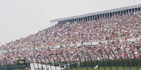Sport venue, Crowd, Race track, Asphalt, Fan, Stadium, Motorsport, Touring car racing, Team, Audience,