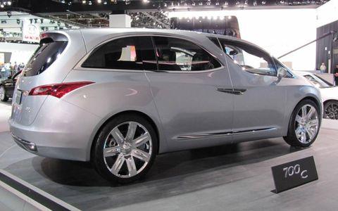 Wheel, Automotive design, Mode of transport, Vehicle, Land vehicle, Car, Automotive tire, Rim, Alloy wheel, Logo,
