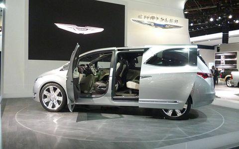 Wheel, Tire, Automotive design, Alloy wheel, Vehicle, Automotive tire, Automotive wheel system, Rim, Vehicle door, Car,