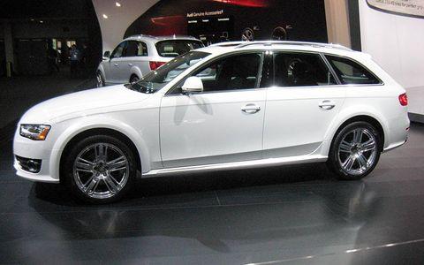 Tire, Wheel, Automotive design, Vehicle, Alloy wheel, Land vehicle, Automotive tire, Rim, Spoke, Car,