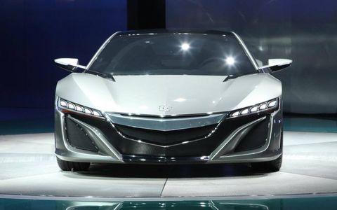 Automotive design, Mode of transport, Vehicle, Event, Car, Grille, Personal luxury car, Glass, Automotive mirror, Automotive lighting,