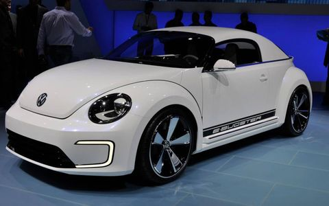 Motor vehicle, Tire, Automotive design, Vehicle, Land vehicle, Automotive exterior, Car, Automotive wheel system, Automotive tire, Vehicle door,