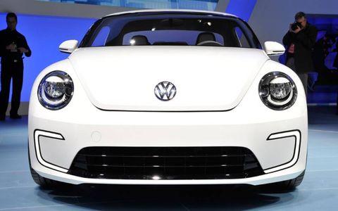 Motor vehicle, Automotive design, Vehicle, Land vehicle, Car, Automotive exterior, Headlamp, Bumper, City car, Hood,