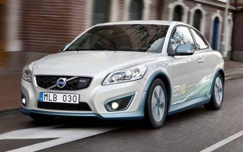 Motor vehicle, Mode of transport, Automotive design, Daytime, Vehicle, Automotive mirror, Headlamp, Transport, Car, Vehicle registration plate,