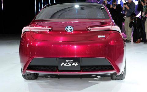 Automotive design, Vehicle, Event, Car, Red, Automotive exterior, Personal luxury car, Luxury vehicle, Vehicle registration plate, Automotive lighting,